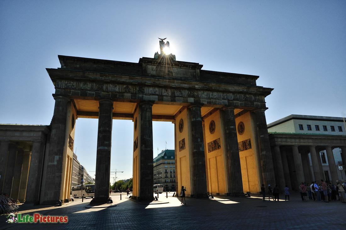 The Brandenburg Door (das Branderburger Tor)